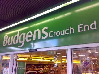 Positionnement-de-marque-stratégie-pour-le-développement-du-design-intérieur.-Budgens-Supermarchés-en-Angleterre.